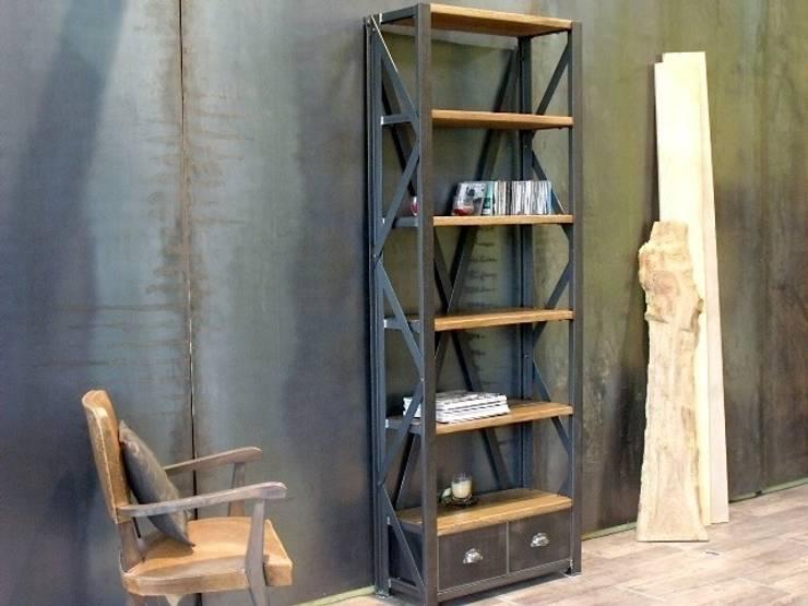 Etagère industrielle bois métal: Salon de style  par MICHELI Design
