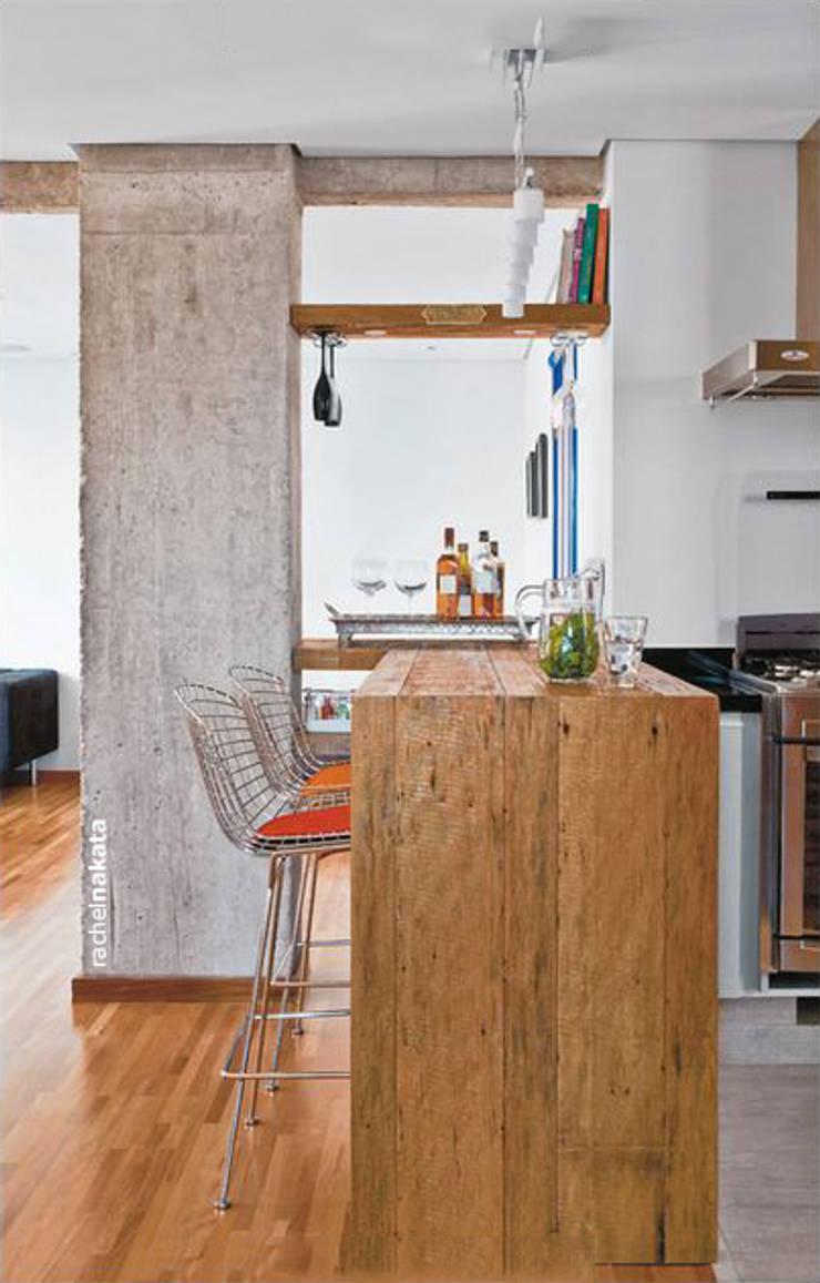 Apartamento Visconde da Luz: Cozinhas  por Rachel Nakata Arquitetura