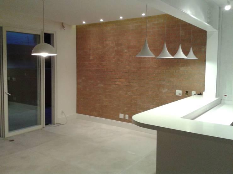 Residência Marituba: Salas de jantar  por Rachel Nakata Arquitetura