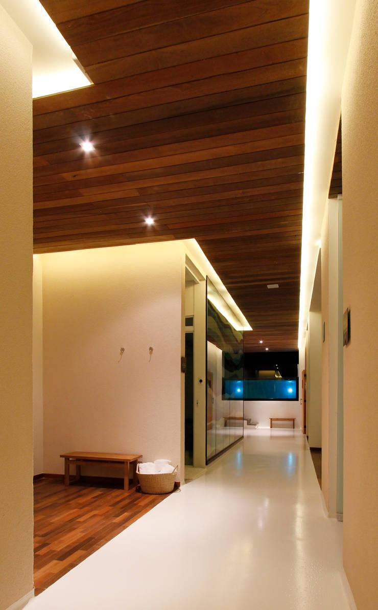 Spa oleh Coletivo de Arquitetos, Minimalis