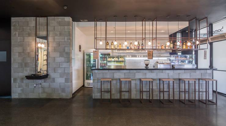 Bistrô Bom Demais: Espaços gastronômicos  por Semerene - Arquitetura Interior