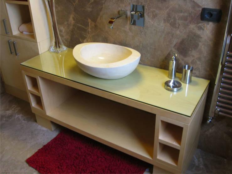 bagno bimbi: Bagno in stile  di Stefano Chiocchini architetto & designer