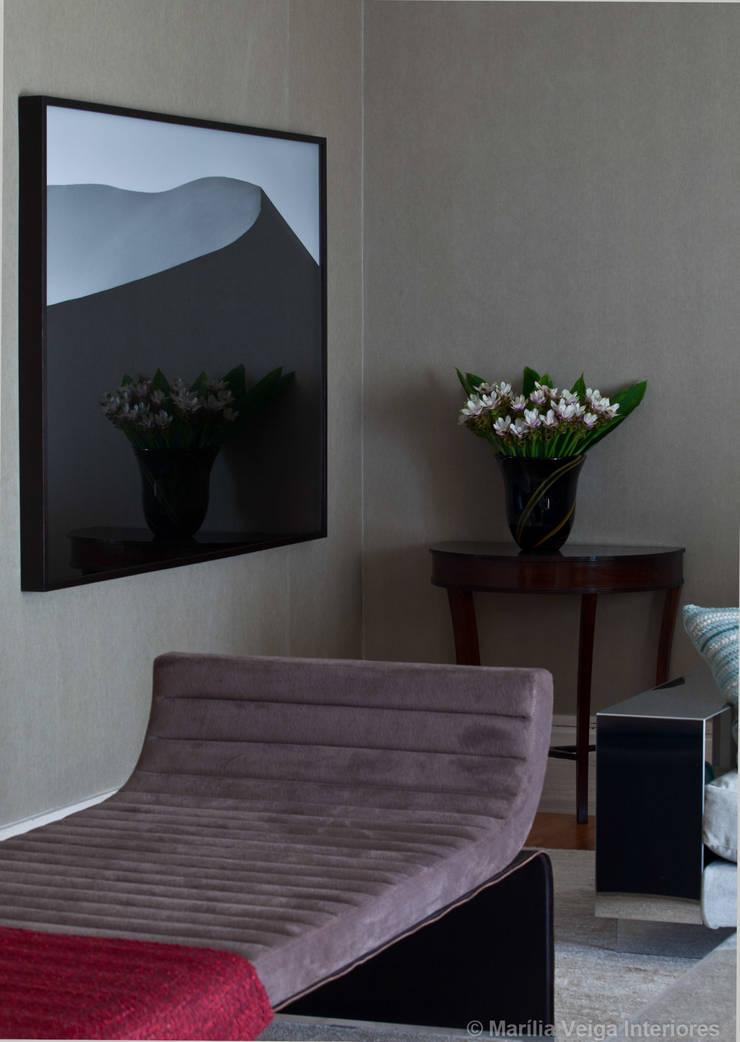 Detalhe do Living : Salas de estar  por Marilia Veiga Interiores
