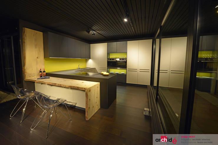 the <q>andér-MATT</q> project (showroom 2015) : Cucina in stile  di Archidé SA interior design, Moderno