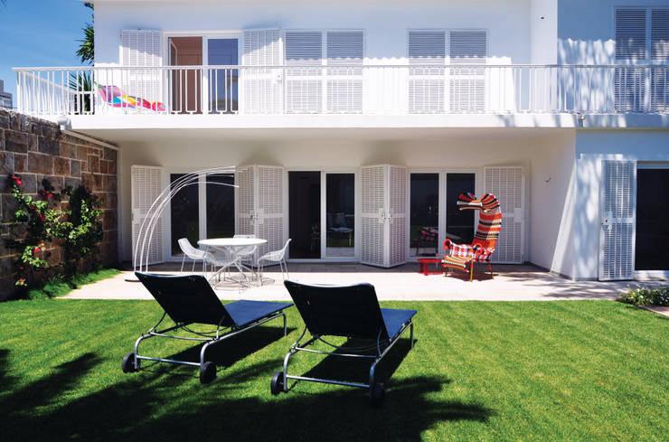 Fachada principal voltada para o Jardim:   por Nuno Ladeiro, Arquitetura e Design