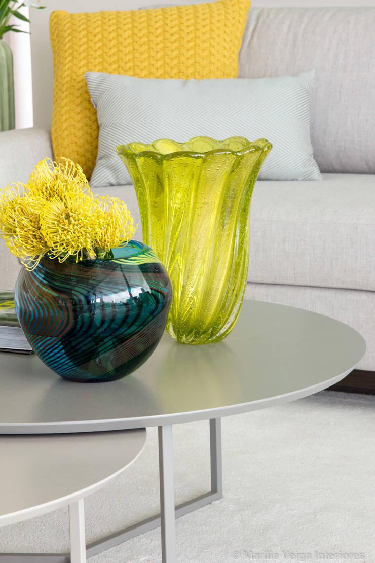 Detalhe Vasos: Salas de estar  por Marilia Veiga Interiores