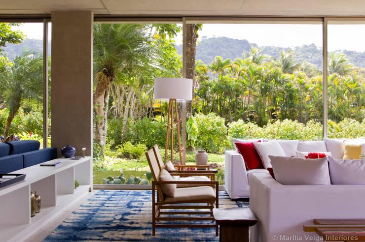 Salas / recibidores de estilo  por Marilia Veiga Interiores