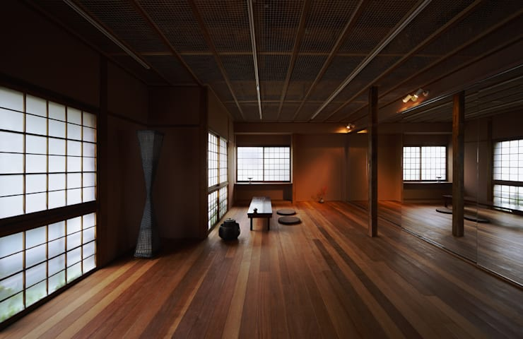 3室を1室に改装したリビングダイニング: UZUが手掛けた和室です。,