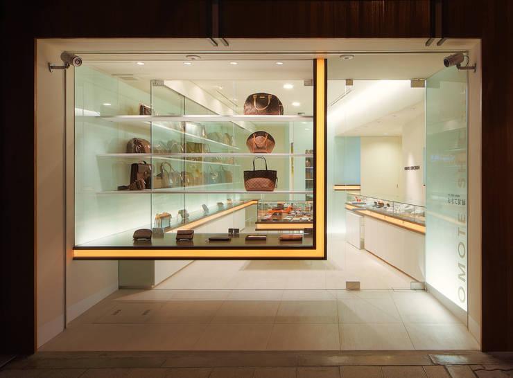 1階店舗/ショーウインドー: UZUが手掛けたオフィススペース&店です。,