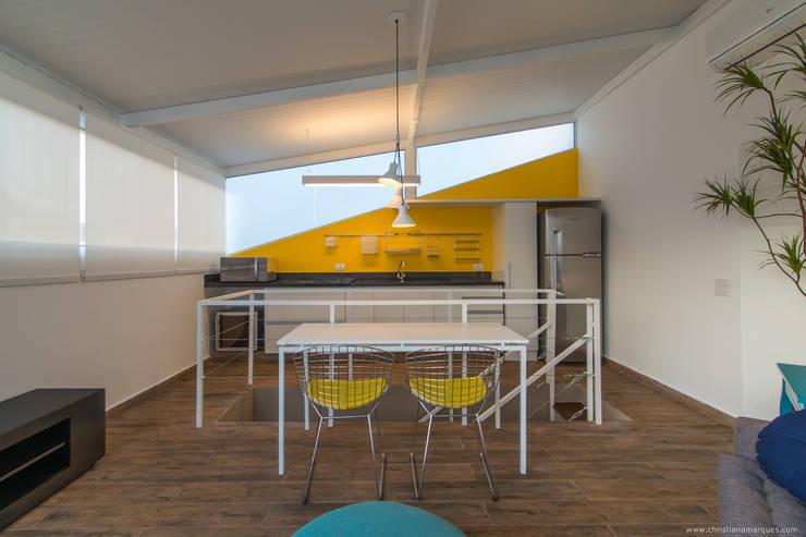 Cozinha com sala integrada  | Residência SP: Cozinhas  por Christiana Marques Fotografia