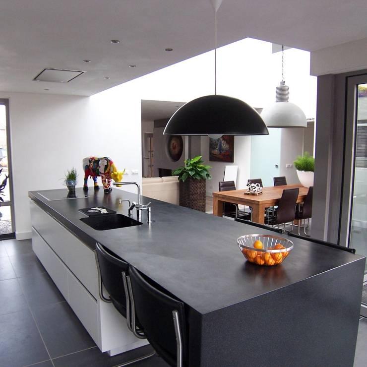 nieuwe keuken: moderne Keuken door EIKplan architecten BNA