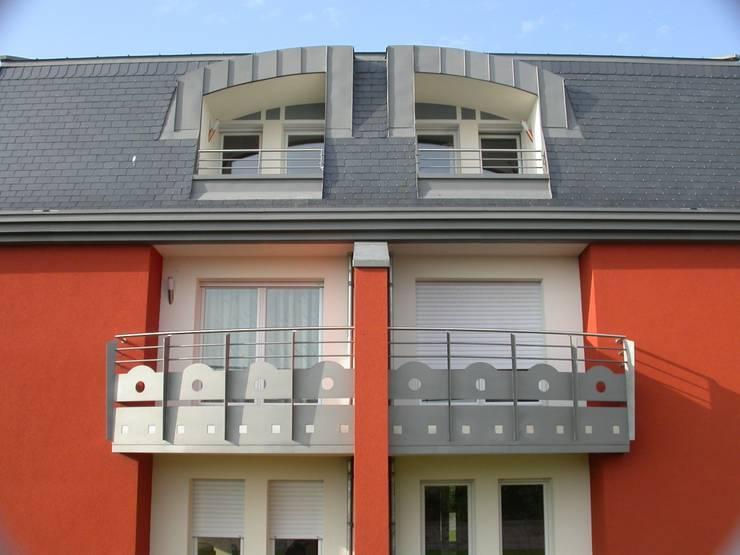 Résidence Lena: Terrasse de style  par info3623
