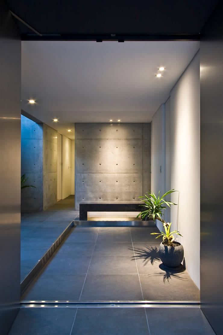 FRAME: エスプレックス ESPREXが手掛けた廊下 & 玄関です。