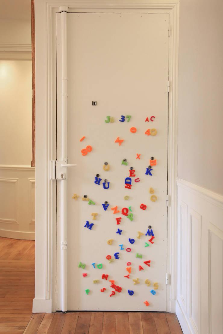 couloir et entrée: Couloir et hall d'entrée de style  par BuroBonus