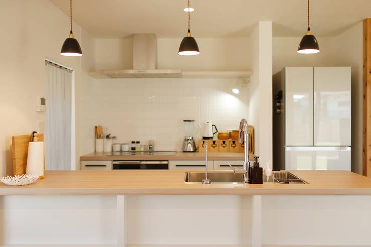 内と外をつなぐ平屋の家: ELD INTERIOR PRODUCTSが手掛けたキッチンです。