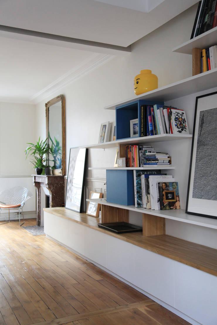 un espace gand ouvert: Salon de style  par BuroBonus