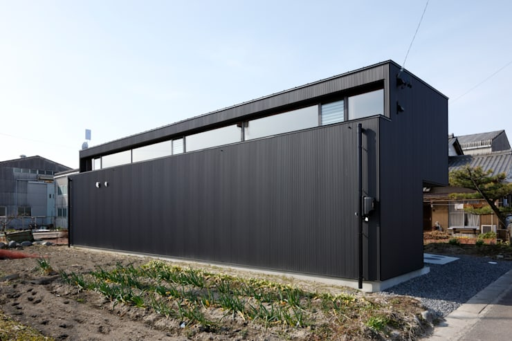 南東ファサード: 道家洋建築設計事務所が手掛けた家です。