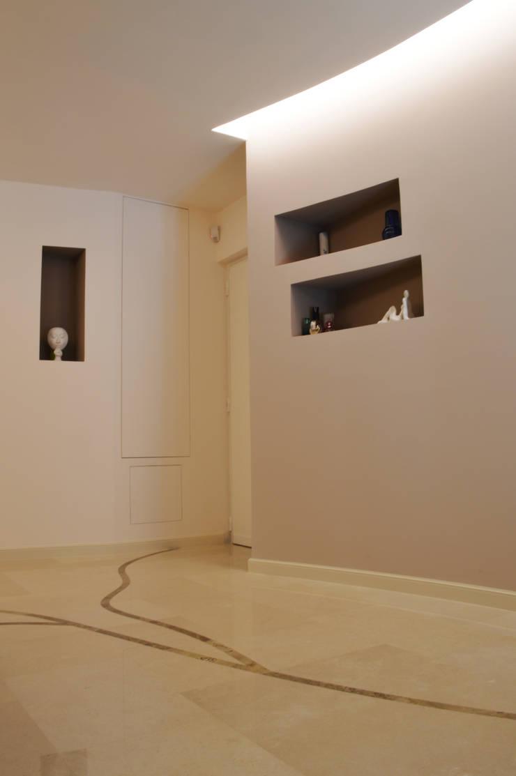 CurviLINE: Studio in stile  di Marco Stigliano Architetto