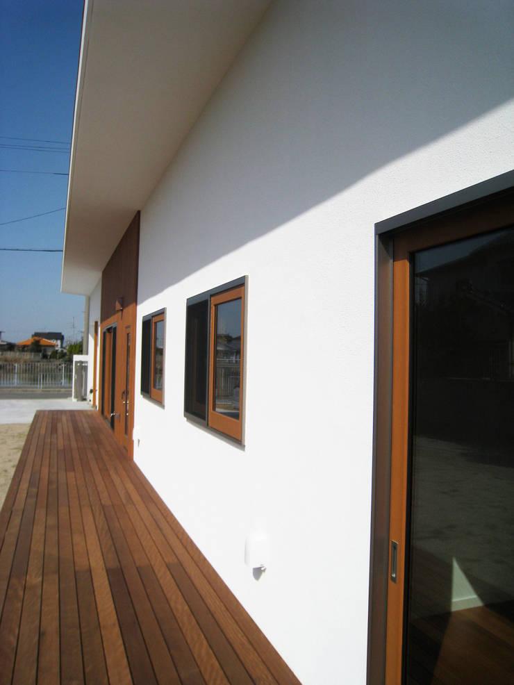 堺美原の家: あお建築設計が手掛けた窓です。