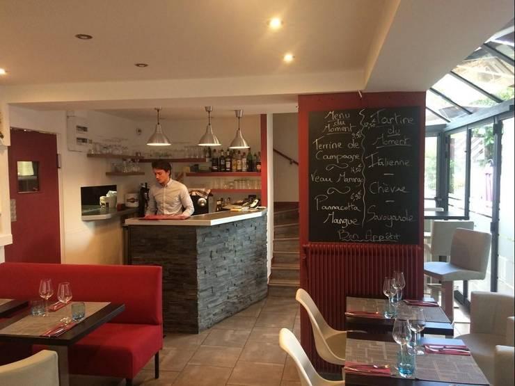 Détail du rez-de-chaussée après les travaux (droite de la salle).: Restaurants de style  par Anne Gindre Décoratrice d'Intérieur
