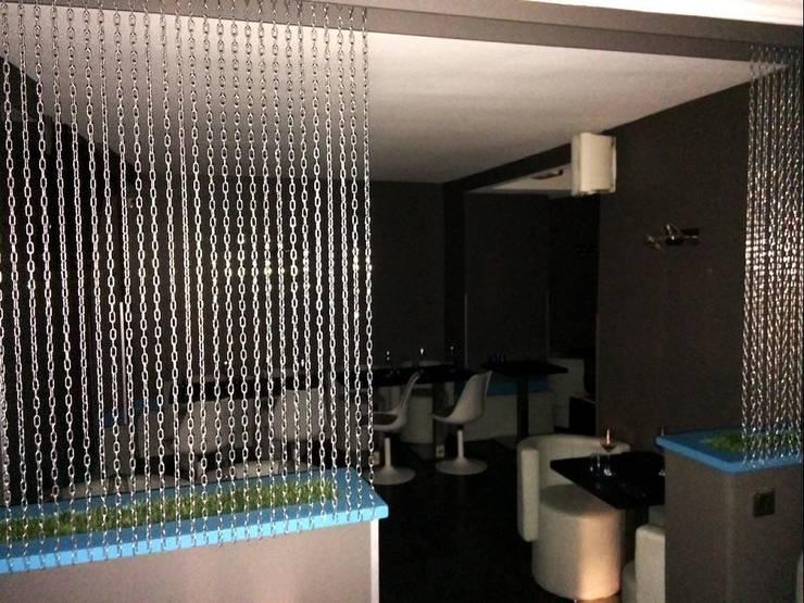 L'étage, dans ses couleurs d'origine.: Restaurants de style  par Anne Gindre Décoratrice d'Intérieur