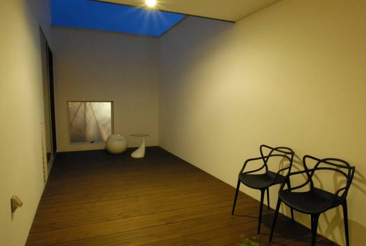 Shisurubi 1: TEAM STUDIO ARCHITECTS Inc. が手掛けたテラス・ベランダです。