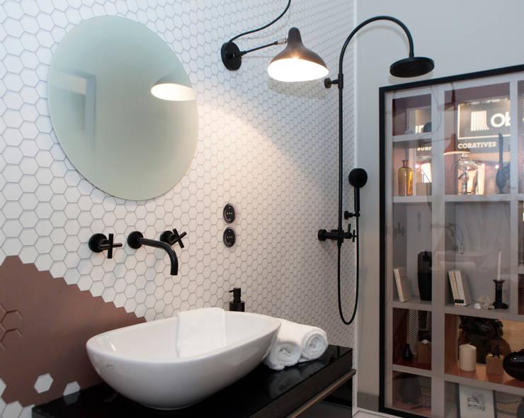 Salle de bains: Hôtels de style  par Emmanuelle Gain