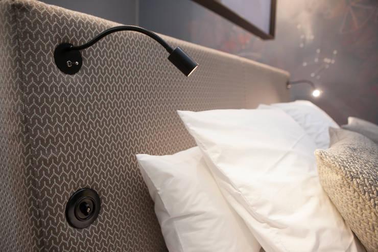 Tête de lit modulable: Chambre de style  par Emmanuelle Gain