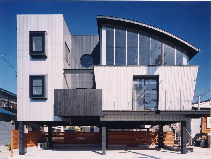 雨宿りの家: 山田高志建築設計事務所が手掛けた窓です。,モダン