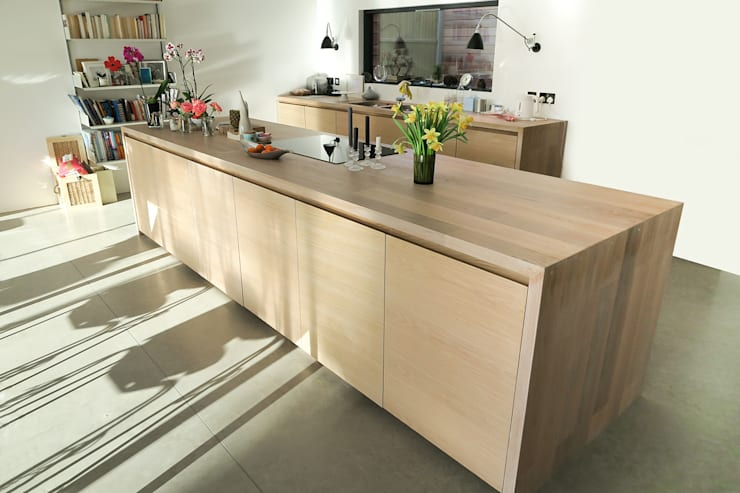 Seamless Style:  Kitchen by NAKED Kitchens