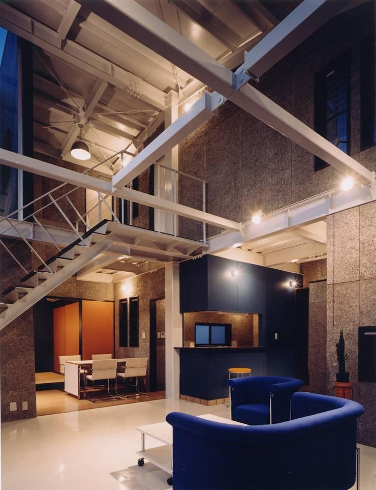 雨宿りの家: 山田高志建築設計事務所が手掛けたダイニングです。,モダン