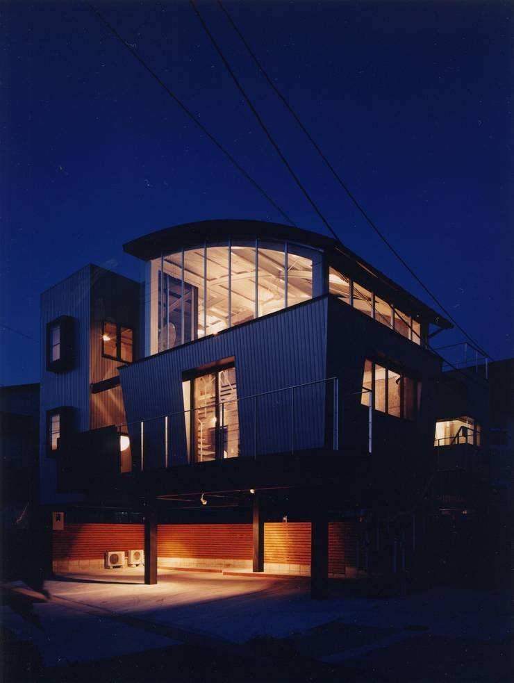 雨宿りの家: 山田高志建築設計事務所が手掛けた家です。,モダン