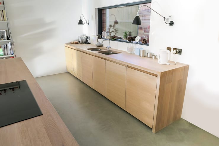 Integrated Appliances:  Kitchen by NAKED Kitchens
