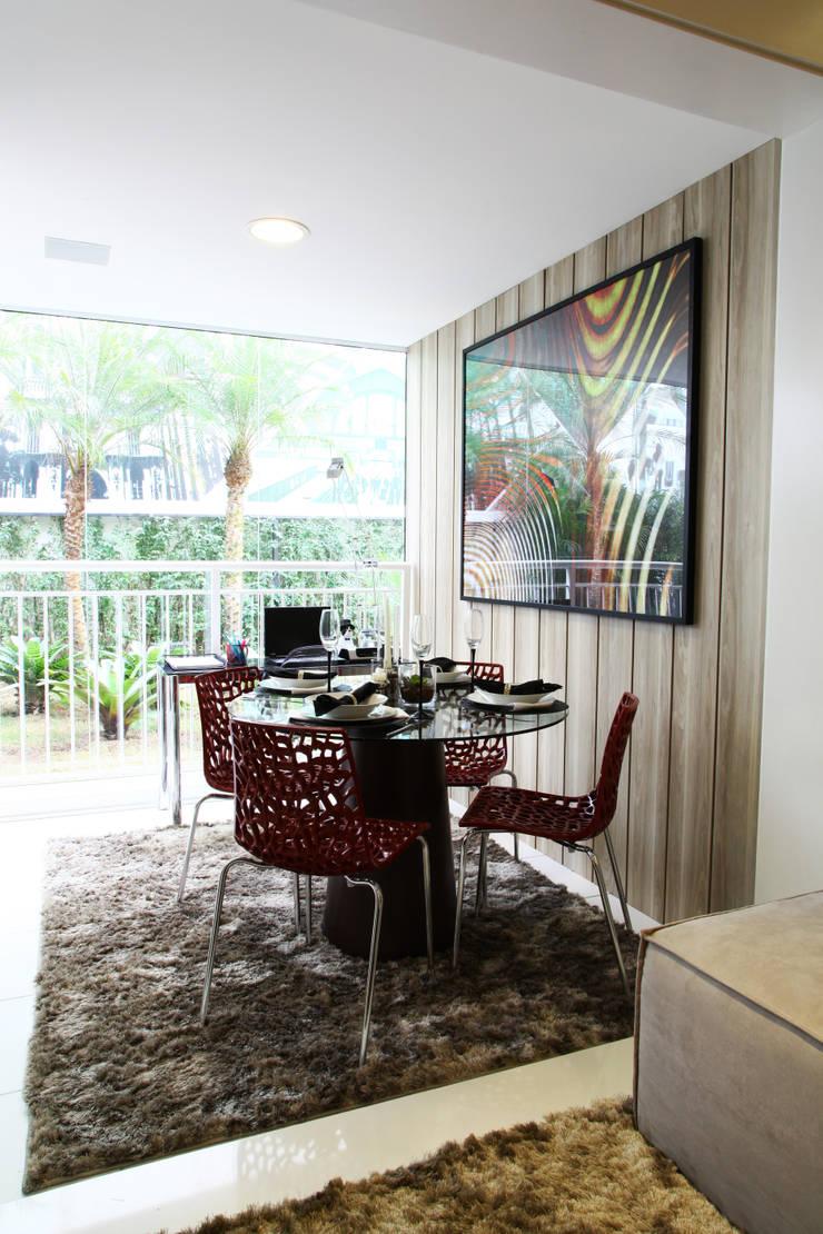 AAM_Urbe Paulista 36m²: Salas de jantar  por Chris Silveira & Arquitetos Associados