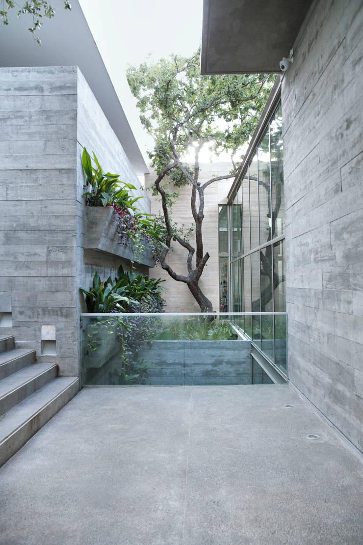 CASA SAN ÁNGEL: Jardines de estilo  por Landa Suberville