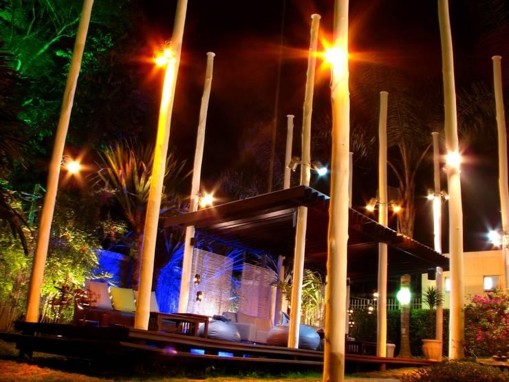 Casa noturna Privilège Juiz de Fora: Varanda, alpendre e terraço  por Mascarenhas Arquitetos Associados