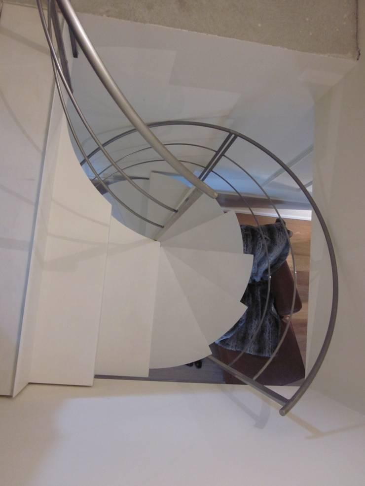 Residenza privata – Design : Betelli- Mabele Lab: Ingresso & Corridoio in stile  di MABELE by MA-Bo srl , Moderno