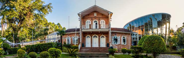 Casa noturna Privilège Juiz de Fora: Casas  por Mascarenhas Arquitetos Associados