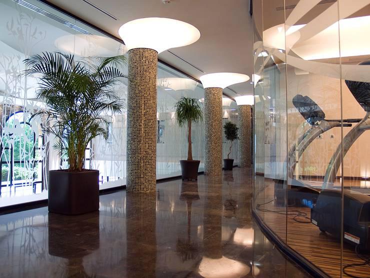 Balneario: Spa de estilo moderno de estudioitales