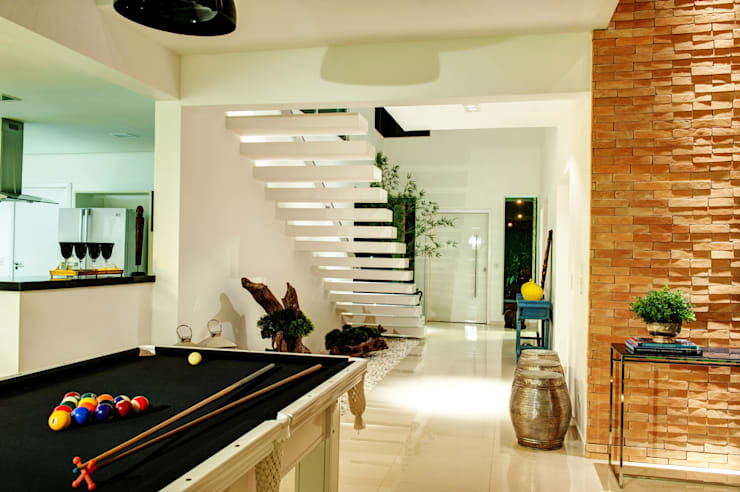 Moderner Flur, Diele & Treppenhaus von Renato Lincoln - Studio de Arquitetura Modern