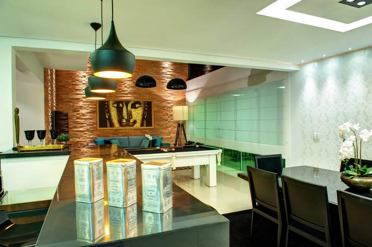 Moderne Esszimmer von Renato Lincoln - Studio de Arquitetura Modern