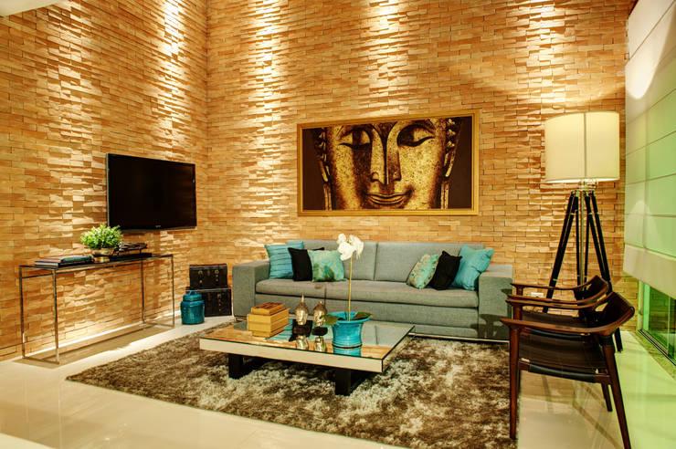 Livings de estilo moderno por Renato Lincoln - Studio de Arquitetura