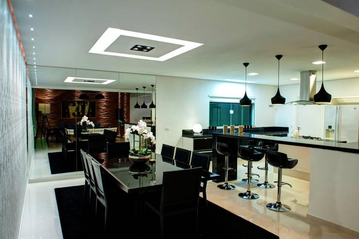 Moderne Küchen von Renato Lincoln - Studio de Arquitetura Modern
