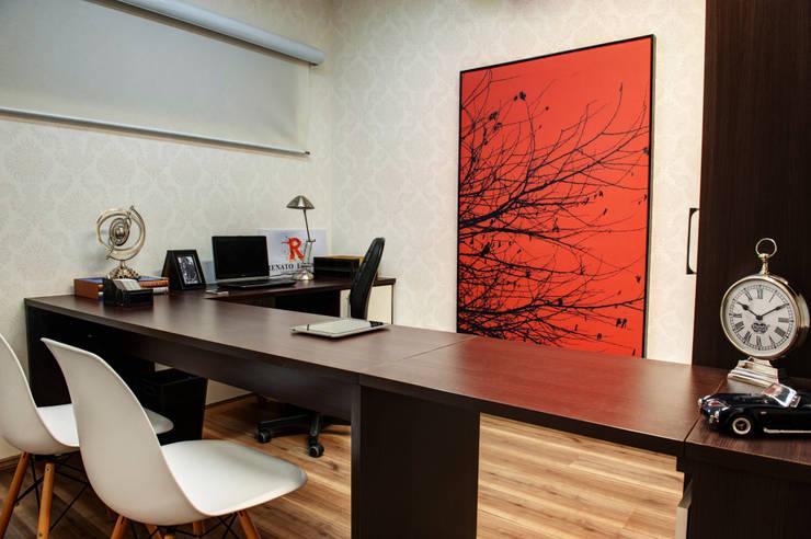 Escritório: Escritórios  por Renato Lincoln - Studio de Arquitetura