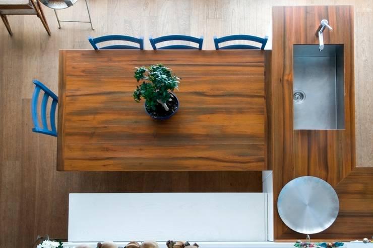 Interno Milanese: Casa M.: Cucina in stile  di Studio Archipass,