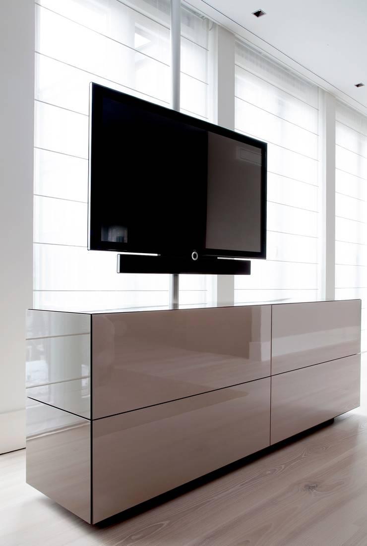 Project Glasshouse:  Multimedia ruimte door Proest Interior,