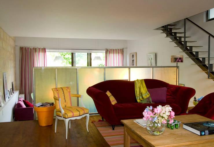 Salas de estilo moderno por Violaine Trolonge