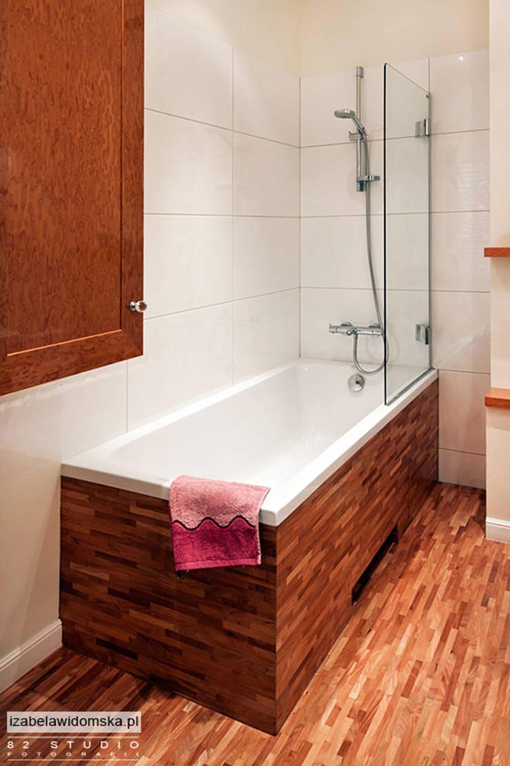 stylowa łazienka - drewniana obudowa wanny: styl , w kategorii Łazienka zaprojektowany przez Izabela Widomska Interiors