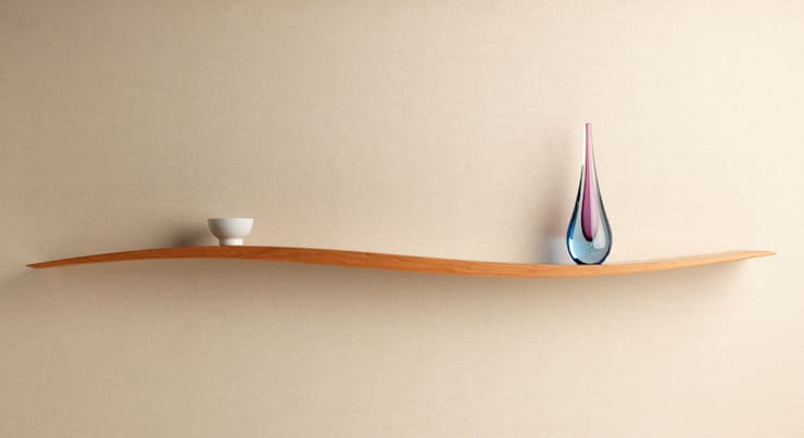 Onda Shelf: modern Living room by David Tragen