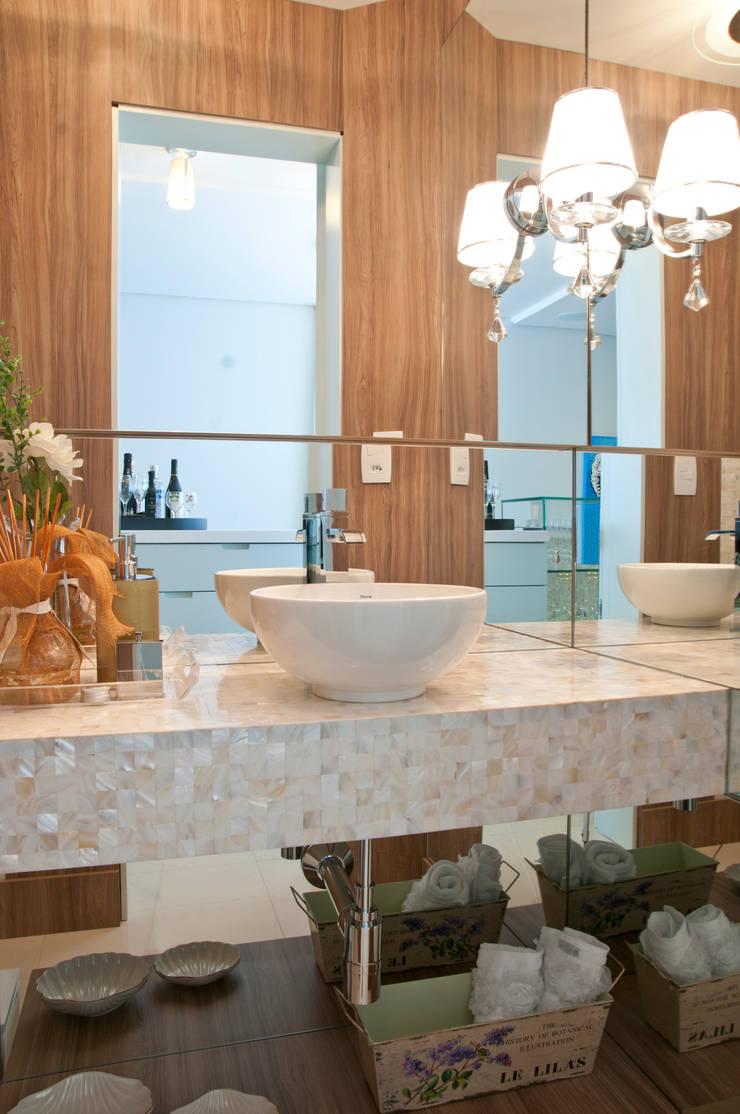 LAVABO: Banheiros  por Élcio Bianchini Projetos,Eclético